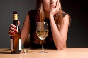 Kobieta z winem