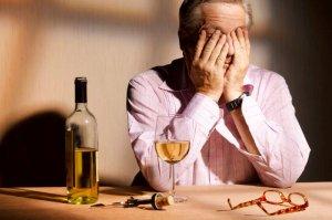 Mężczyzna z winem